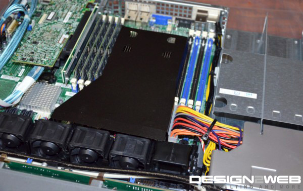 Image of 1U Supermicro Server with 32 GB RAM and RAID Controller